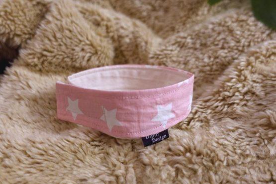 Hundehalsband-fuer-drinnen-sterne-pink